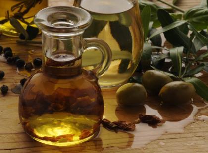 Dlaczego warto używać oliwy z oliwek?
