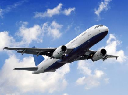 Długi lot – jak pomóc organizmowi w samolocie?