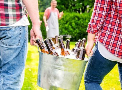 """""""Długi weekend. Zamiast pilnować dzieci, tatusiowie wolą napić się piwa. A kobiety im usługują"""". Mamy tego dosyć!"""