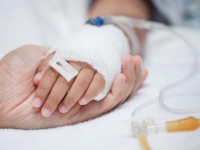 Do ciała małej Amelii w nocy przykleił się plaster przeciwbólowy. Dziecko nie żyje