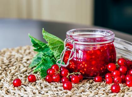 Do naleśników i nie tylko! Zobacz, jak przygotować dżem z czerwonej porzeczki bez pestek!