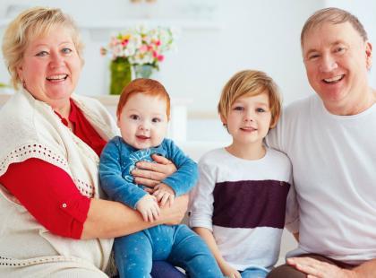 Do wydrukowania dla dziecka: najpiękniejsze szablony laurek na Dzień Babci i Dziadka!
