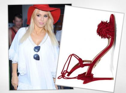 Doda nosi piękne sandałki na lato a do tego boską tunikę