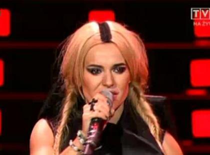 Doda śpiewa na urodzinach TVP2 (video)