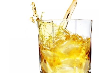 Dolewanie napojów i toasty