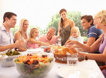 Dom czy restauracja – gdzie zapraszać gości