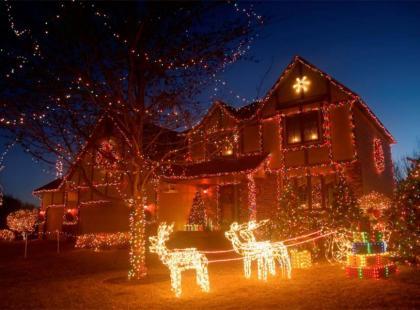 Dom pięknie oświetlony