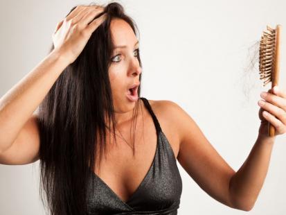 Dowiedz się, dlaczego wypadają ci włosy!