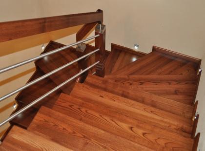 Drewniane schody gięte