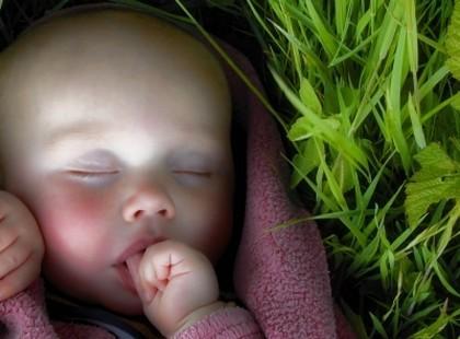 Drzemka niemowlęcia na spacerze