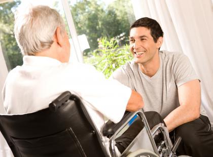 Drżenie w chorobie Parkinsona – małe sposoby na duży problem