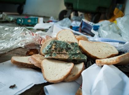 Dwa miliony ton. Tyle jedzenia wyrzucimy po nadchodzących świętach. Czy naprawdę potrzeba nam go aż tyle?