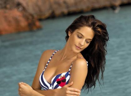 Dwuczęściowe kostiumy kąpielowe o tradycyjnych fasonach - lato 2013