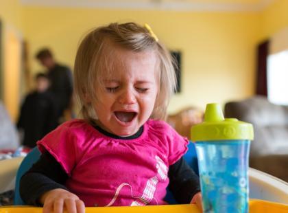Dzieci zachowują się o 800% gorzej, gdy są pod opieką matki. Dlaczego?