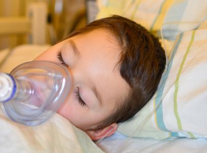 """Dziecko miało ponad 40 stopni gorączki, a dyspozytorka odmówiła wysłania karetki. """"Czy oni siedzą tam, żeby dobijać?"""""""
