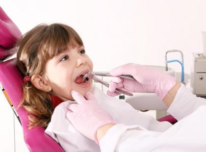 Dziecko u dentysty – jak powinna wyglądać wizyta adaptacyjna?
