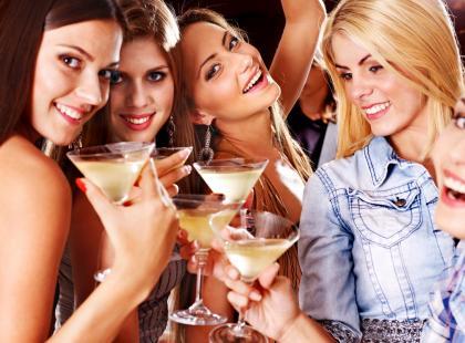 Dzięki tym radom unikniesz zbędnych kalorii pochodzących z alkoholu!