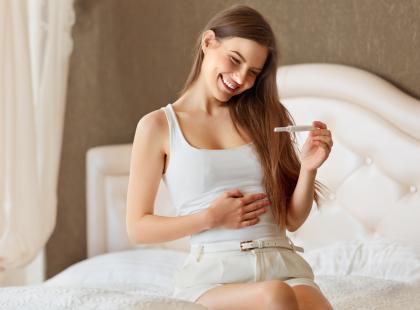 Dziwna obsesja ciężarnych - robią testy ciążowe, mimo że... są już w ciąży. Często dość zaawansowanej. O co chodzi?