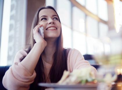 Dzwonisz za granicę? Ta informacja powinna cię ucieszyć. Już niedługo koniec z roamingiem!