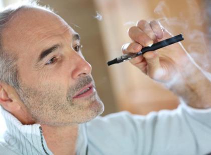 E-papierosy szkodliwe dla implantów zębowych