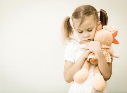 Echolalia u dziecka z autyzmem – gdy dziecko powtarza zasłyszane dźwięki