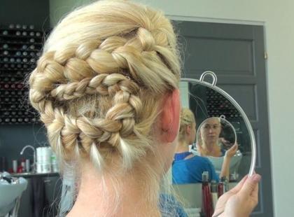 Efektowna fryzura na letnią randkę