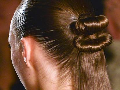 Efektowna i modna kokarda z włosów