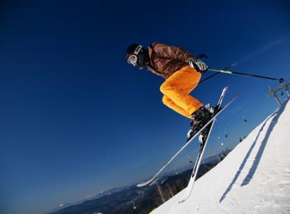 Ekspert radzi: Jak bezpiecznie jeździć na nartach?