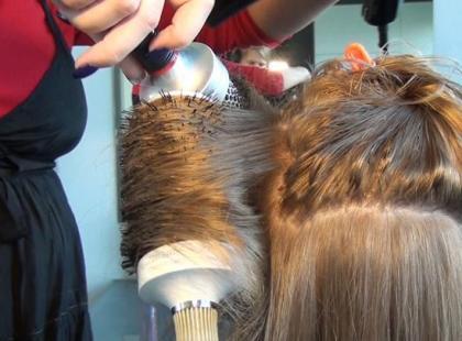 Ekspert radzi jak modelować włosy