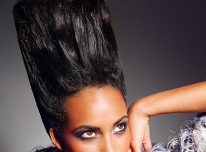 Ekstrawaganckie upięcia długich włosów - fryzury wieczorowe