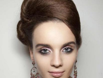 Elegancka fryzura jak z pokazu Issa
