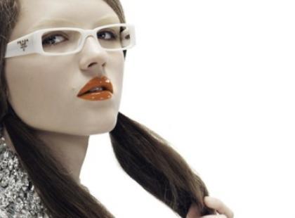 Elektryczna pomarańcza - tendencje w makijażu 2010