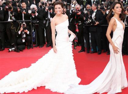 Eva Longoria 4 razy z trenem w Cannes