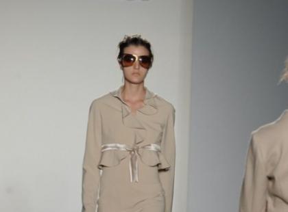 Eva Minge - linia beżowa na NY Fashion Week - galeria