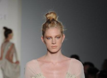 Eva Minge - szara linia na NY Fashion Week - galeria