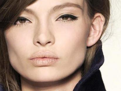 Eyeliner - pomysł na walentynkowy makijaż