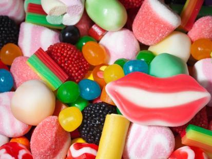 Fakty i mity o jedzeniu słodyczy przez dzieci