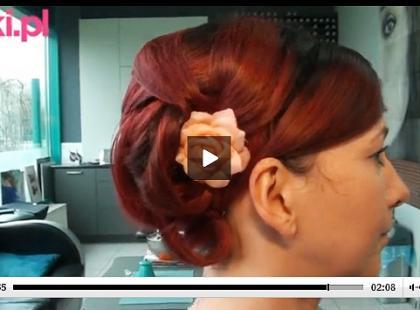 Finezyjny kok ślubny ozdobiony kwiatem [VIDEO]