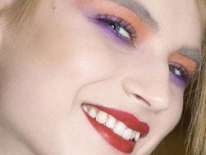 Fioletowo-pomarańczowy makijaż oczu