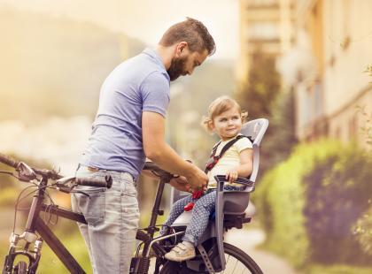 Foteliki, przyczepki i riksze rowerowe dla dzieci