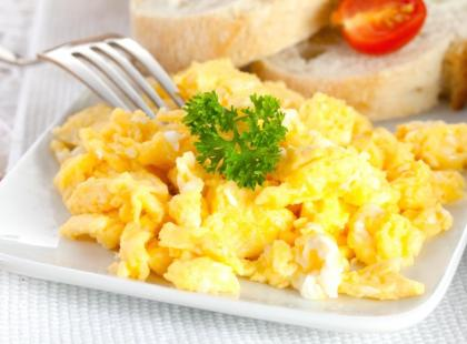 """Francuska """"jajecznica"""" bez jaj - danie wegańskie"""