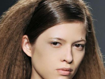 Fryzura z pokazu: karbowane włosy