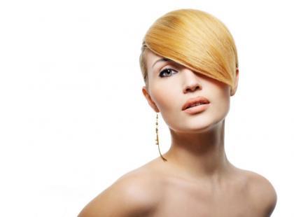 Fryzura z włosów prostych i lejących