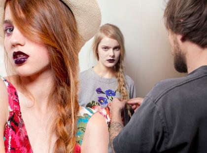 Fryzury-trendy 2012: Warkocz na boku