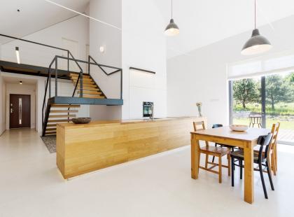 Funkcjonalna przestrzeń czy designerski kaprys? Czytaj wszystko na temat antresoli