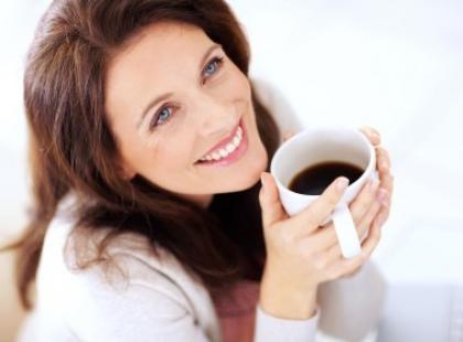 Fusy z kawy w walce ze skórką pomarańczową