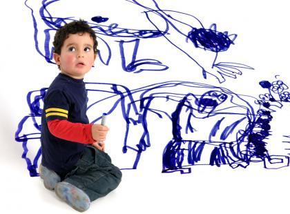 Gdy dziecko pomaluje ściany - jak usunąć ślady?