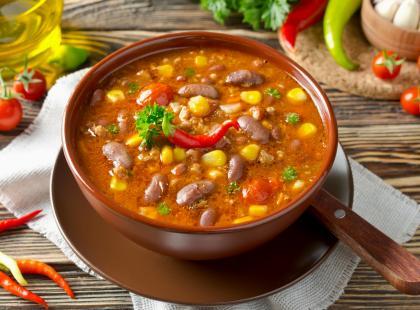 Gęsta i treściwa zupa, która Cię rozgrzeje - sprawdź przepisy na zupę meksykańską