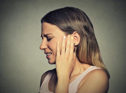 Gorączka i problem ze słyszeniem? Zobacz, jak sobie z tym poradzić!