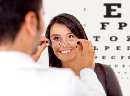 Gotowe  okulary – dlaczego nie warto ich kupować?